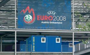 Туалетный контейнер на стадионе